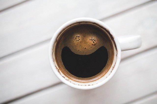 café taza sonrisa fabula metafora cuento