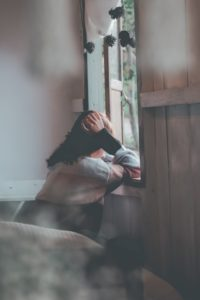 que-te-pasa-triste-mujer-emocion
