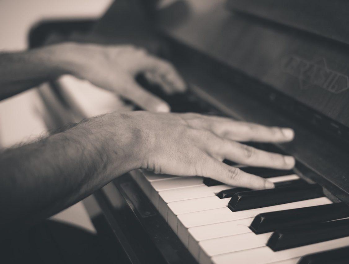 tocar-piano