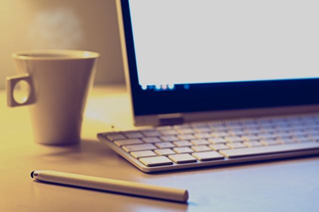 escritorio pc cafe boli colaboraciones Ai hop