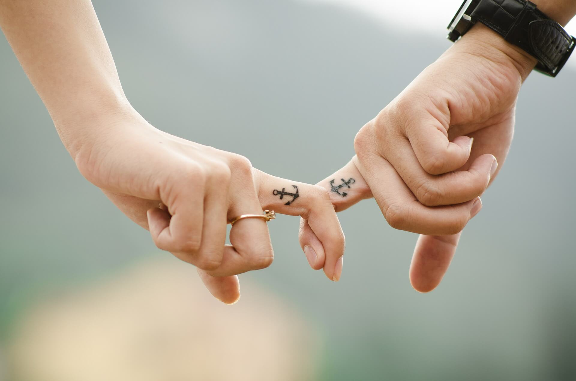 manos-pareja-amor-relacion-dedos