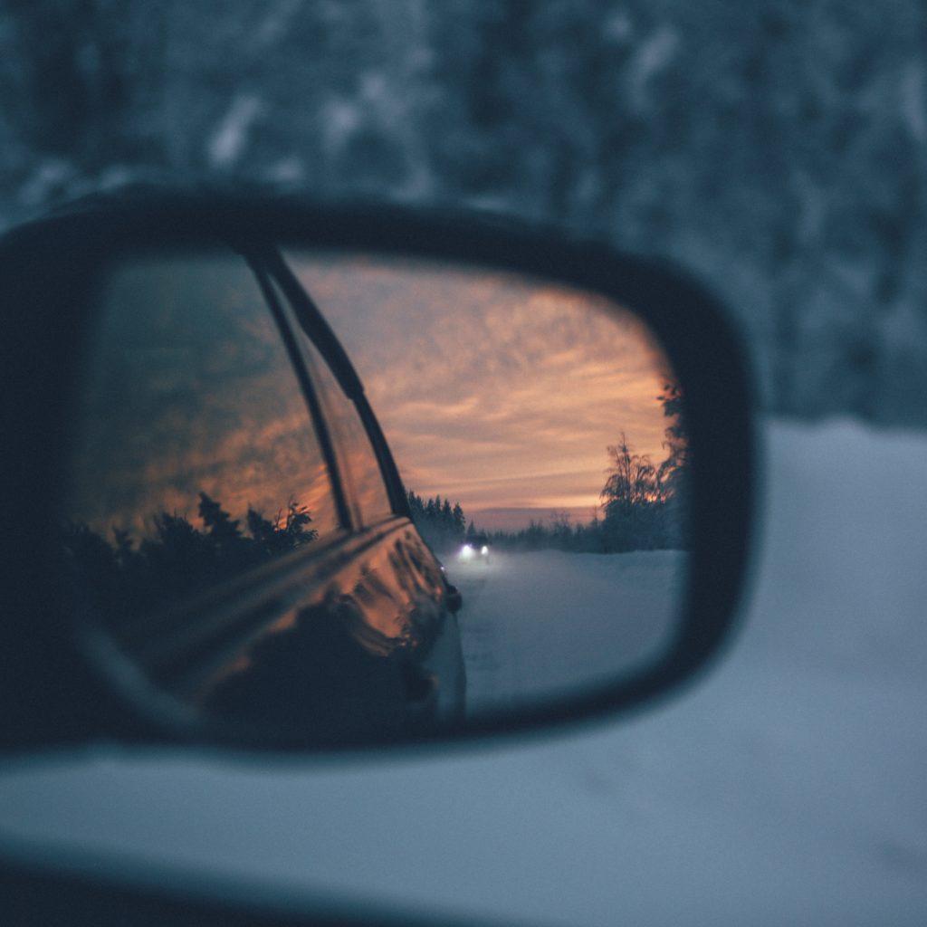 coche-espejo-retrovisor