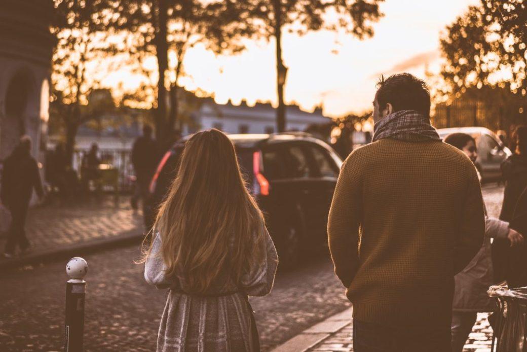 relacion-amigos-pareja-amor-calle