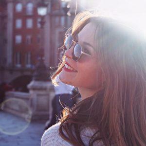 mujer-emocion-felicidad-sonrisa
