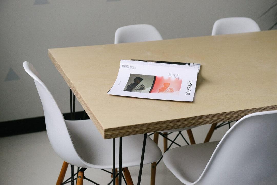 mesa-sillas-formacion