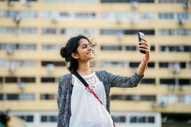 mujer-movil-selfie