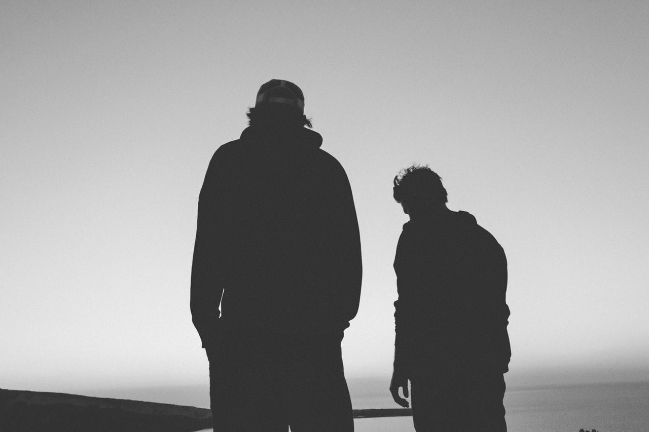 amigos-relacion-silueta-compañia-soledad