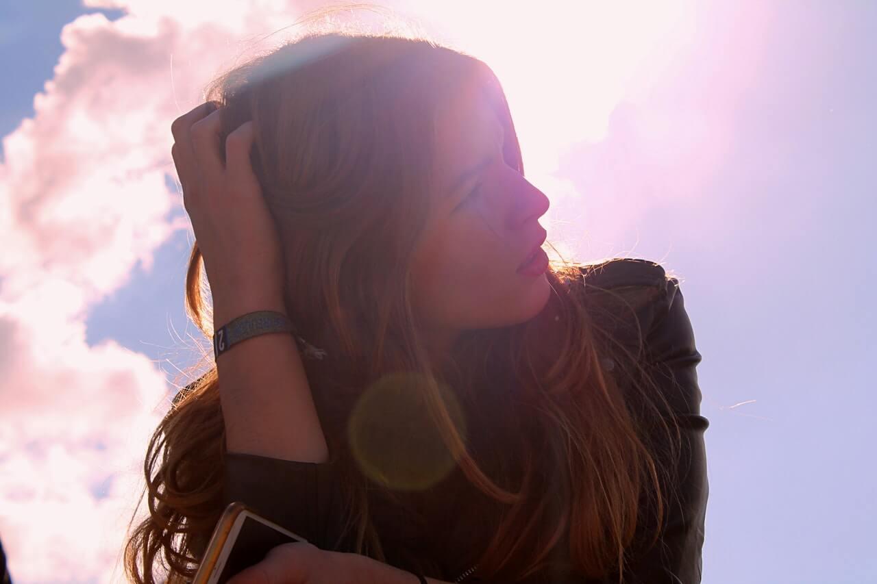 mujer-emocion-pensamientos negativos