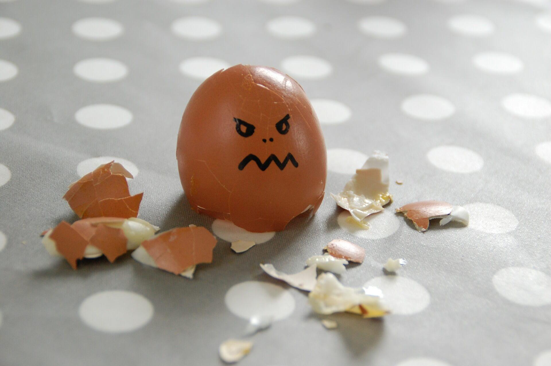 huevo roto enfado