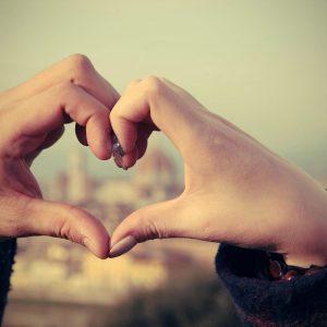 manos-corazon-pareja-relacion-amor