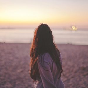 mujer-espalda-playa