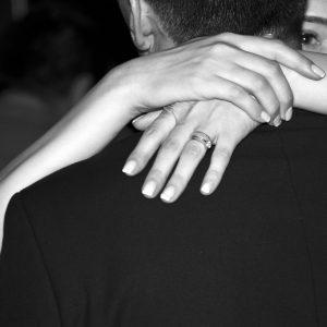 relacion-pareja-amor-abrazo