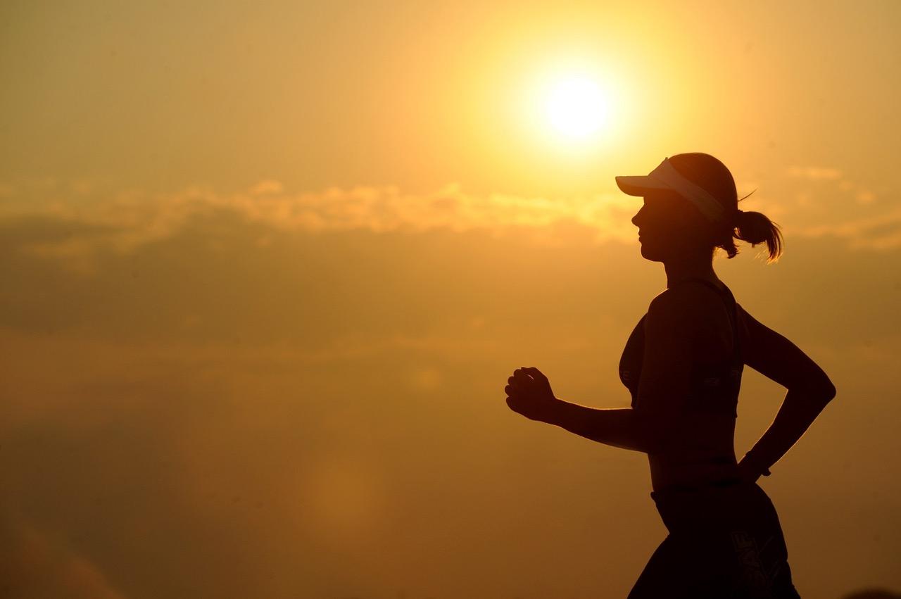 consigue-metas-ejercicio-mujer-silueta