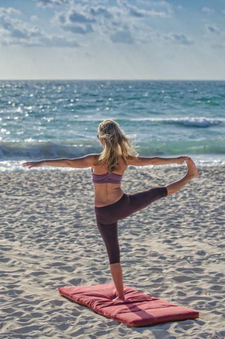 mujer-yoga-bienestar
