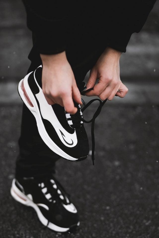 zapatillas-deporte-ejercicio-habito-mujer