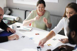 compañeros--reunion-trabajo-creativo