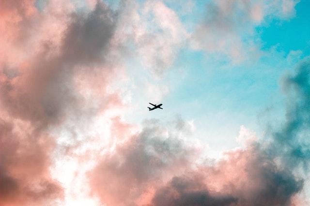 avion-cielo-nubes