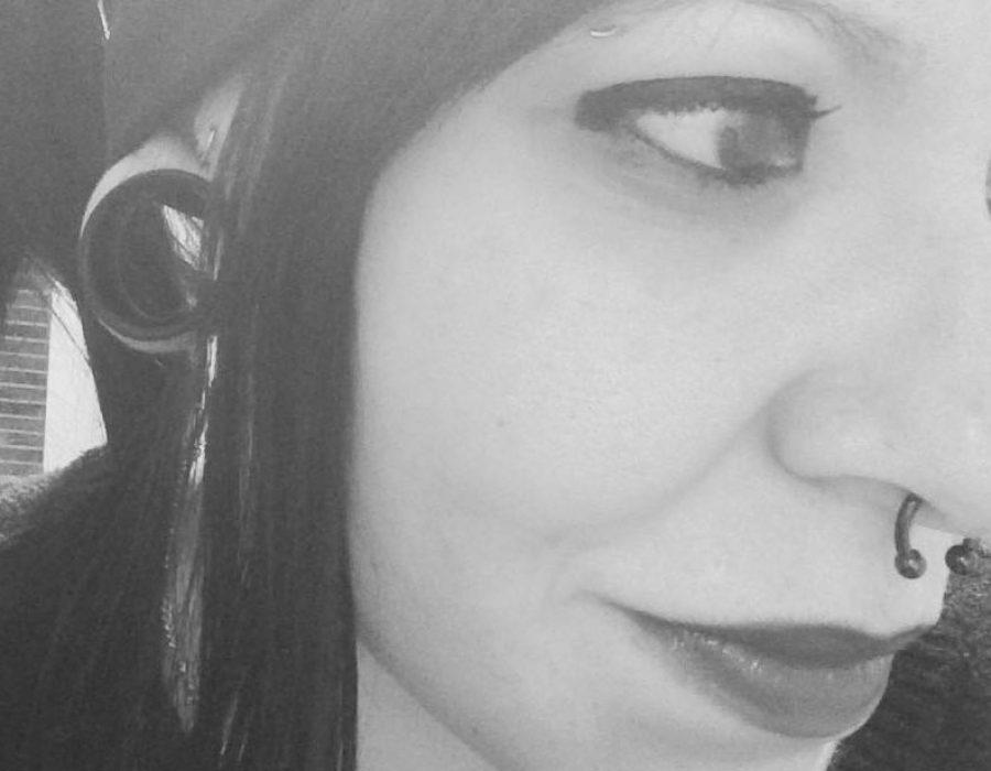 Inma, 30 años. Perforadora y Tatuadora